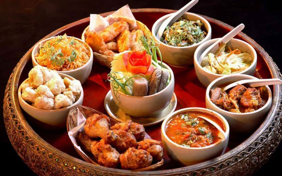 The Best Traditional Siamese Foods Served in Sets for Royal and Aristocratic Families